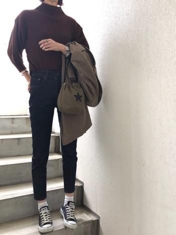 形や素材にこだわったスキニーが揃うマウジー(MOUSSY)。ストレッチが効いているので、ほっそりデザインのスキニーも穿きやすく、足がすらりときれいに見えるのが特徴です。穿くごとに色落ちも楽しめますよ。