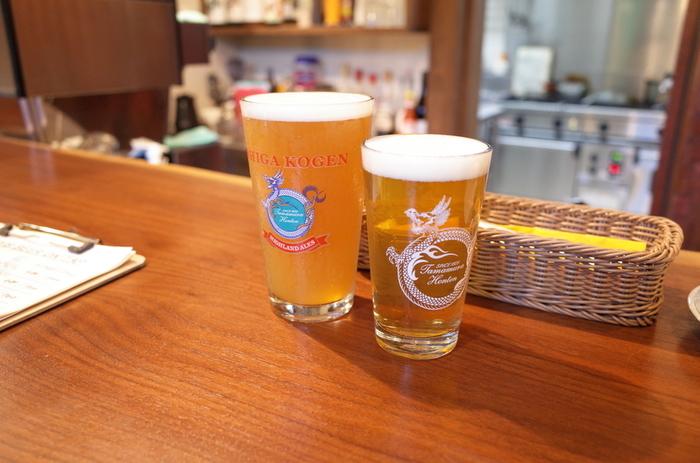 「The Farmhous(ザ ファームハウス)」 は、志賀高原ビール直営のビアバーで、12種類前後の樽生ビールが楽しめます。琥珀色のビール、にごり、黒など様々なテイストのビールが味わえるのでビール好きにはたまりません。