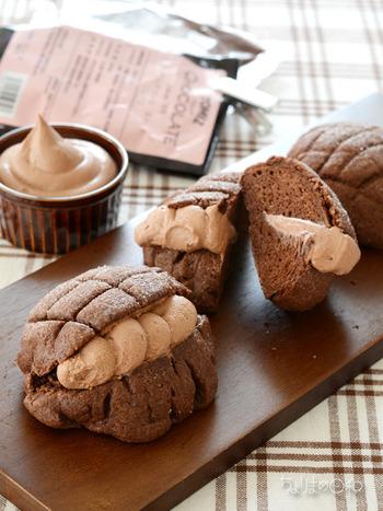 メロンパンはクッキー生地の部分を薄力粉を使って焼き上げます。強力粉の生地と薄力の生地の違いを存分に楽しめるパンレシピですね。