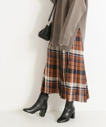 なんだかちょっと懐かしい感じもするタータンチェックも今年ならではのホットなアイテム。スカートでも、パンツでもオーバーサイズニットと合わせれば、さらにトレンド感があがります。