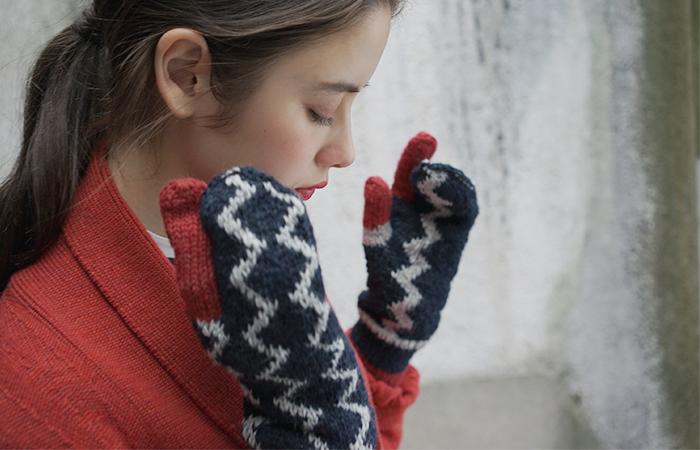 冬が近づくと防寒アイテムが気になり始めるもの。特に手袋は、冷えやすい手や指先を守ってくれる必須アイテム。 そこで今回は、毎日使いたくなるような素敵なデザインの手袋をタイプ別にご紹介します。手袋を新調しようと考えていた方は、ぜひチェックしてみてくださいね♪
