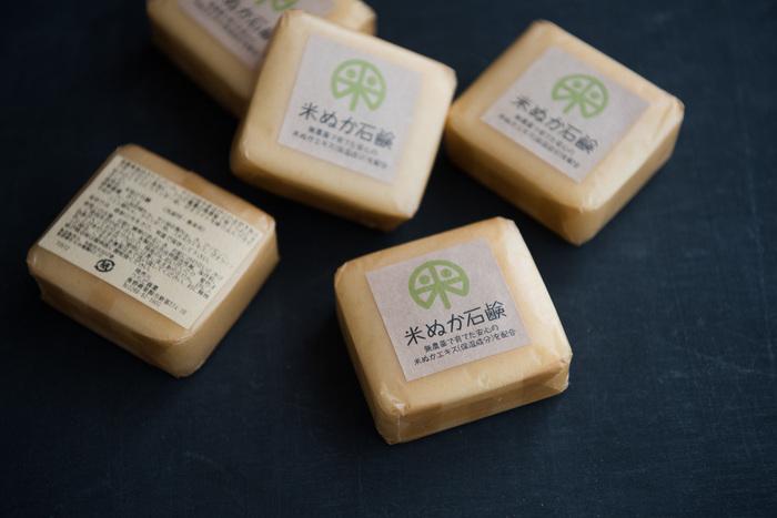 無農薬栽培されたパームとヤシの油に、米ぬかのエキスやラベンダー油などをミックスして作られたオーガニックの石鹸です。