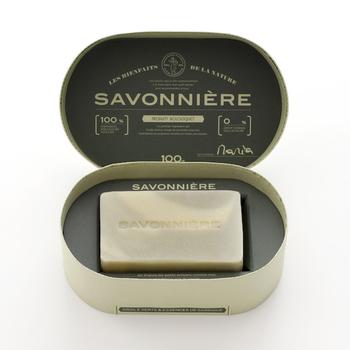 アトピーに悩むマダム・マリアという女性が、無農薬の天然素材のみで石鹸を作ったことが始まりとなったブランド「SAVONNIÈRE(サヴォニエール)」。