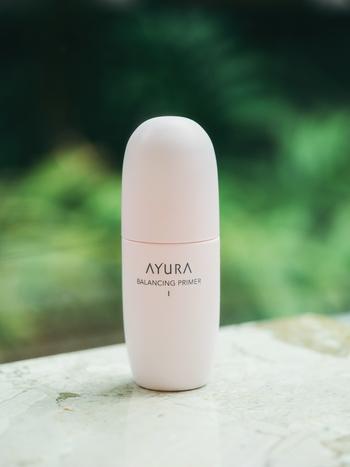 『バランシングプライマー I』 肌に<水分・油分・美容成分>を与え、乾燥が気にならないうるおいコンディションへ導く化粧液。みずみずしくうるおってベタつかず、もちもちした肌へ導くエッセンスタイプ。