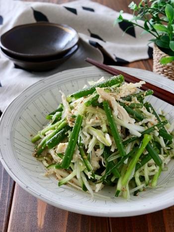 切干大根と葱のさっぱり塩味サラダ。箸休めにもおすすめの一品です。和えるだけで出来てしまう手軽さも魅力です。お酒との相性も抜群ですよ!