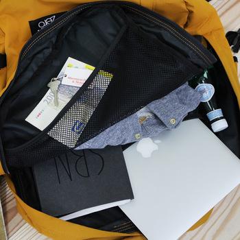 ノートパソコン、1泊程度の着替えなど、その他細々したものを入れても、まだまだ余裕があります。旅行に持って行って、帰りのお土産まで中に入れられる余裕のサイズ感が嬉しいですね。