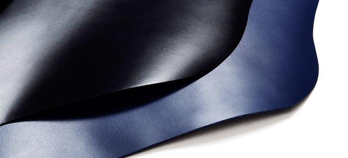 1965年、ランドセル工房として創業した「土屋鞄製造所」。丈夫なつくりと品格のある佇まいを備える、鞄職人の確かな手仕事が息づく革製品を揃えます。
