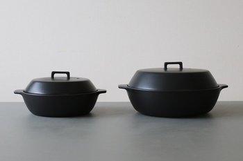 寒い季節に大活躍する土鍋をプレゼントするのも素敵。ご夫婦で鍋を食べる想像を膨らませただけで幸せな気持ちになりますね。