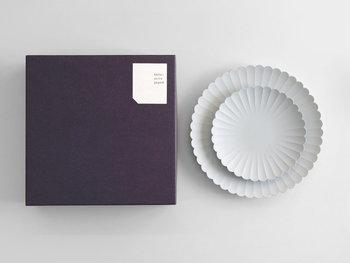 デザイン性に富んだ食器は、貰って嬉しいアイテムのひとつ。使いやすさや質を重視して選んでみてくださいね。