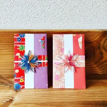 お祝いの気持ちをご祝儀袋に込めて。こんな華やかなものなら、周りに埋もれず目を引きそうですね。