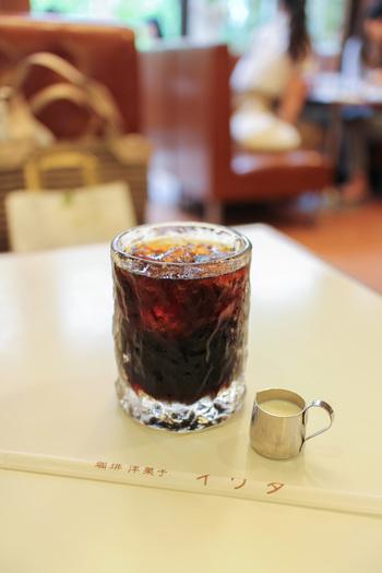 人気観光地「鎌倉」で、長年営業している喫茶店・カフェには、観光で訪れる人たちだけでなく、この地に住まう人たちにとっても大切で、愛されるワケがあるはず。ということで、鎌倉の人気喫茶店・カフェの魅力を、おすすめメニューとともに紹介します♪