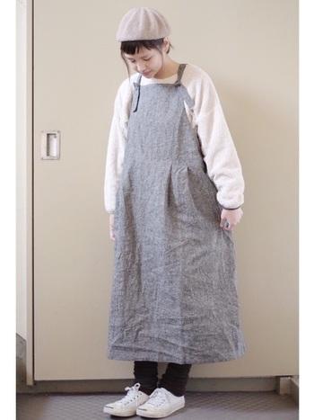 くしゅくしゅっとしたシルエットが可愛いレッグウォーマは、ふんわり女性らしい服装にベストマッチ。好きなときにさっと履けるお手軽さや、持ち歩きできるのが便利ですし、予想以上に暖かいので今年の冬はぜひ挑戦してみては?