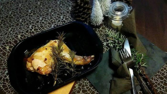 ローストチキンもフランス料理としてポピュラーです。作るのが大変そうな気がしてしまいますが、フランス人が良く家庭でも作る、親しみのある料理の1つです。 こちらは身体が温まるハーブをたっぷり使った、ローストチキンのレシピです。クリスマスのメインディッシュとしても、ぴったりです。
