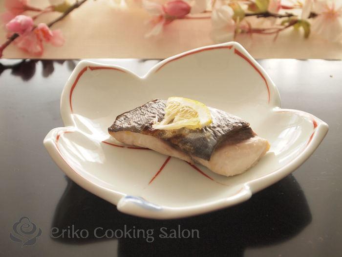 柚庵焼きもおせちの定番料理のひとつ。こちらは、サワラを使ったレシピです。漬ける時間は30分ほどでOKですよ。焦げ過ぎないように焼くのがコツです。