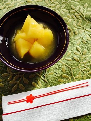 栗きんとんなどの甘いポジションに、リンゴのスイーツはいかが♪オレンジジュースを使ってさわやかに仕上げたレシピです。食後のデザートにもおすすめ。