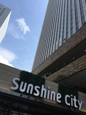 サンシャインシティ「ワールドインポートマートビル」の屋上(地上40m)にあります。