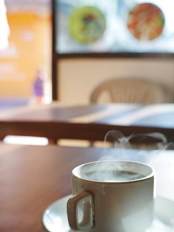 銘柄によってコーヒーは香りも味も大きく変わります。好みの香りを肺いっぱいに吸い込んだら、身も心もリラックスできますね。