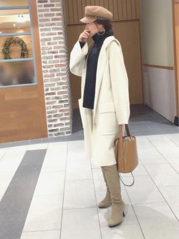 こなれ感を演出してくれるのがロングブーツ。足元をしっかり覆ってくれているので、暖かいのはもちろんのこと、コーデも引き締まりますよね。ベージュやブラウンなら上品な雰囲気に仕上がるので、大人女性にもぴったりのカラーです。