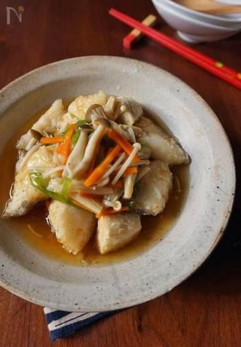 芋類のレパートリーを増やす、里芋を使ったおかずレシピ。鱈やきのこも使い、4つを満たせるメインディッシュになります。さっくりほっくりとした揚げ里芋、ぜひお試しを!