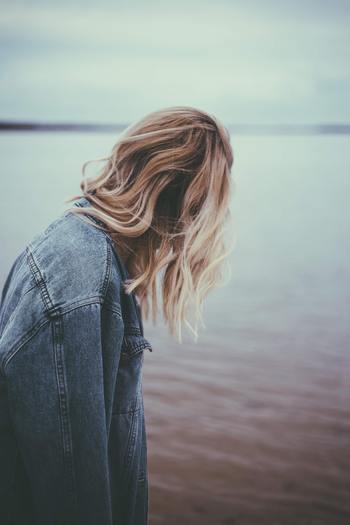 子どもの頃の恥ずかしい気持ちは、なんとなくやり過ごしてきたかもしれません。でも、大人になった今、「恥ずかしいからやらない」ではなく、「恥ずかしいからやる」という気持ちを持ってみませんか?
