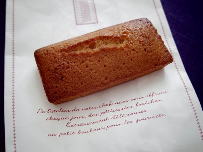 お菓子の一番「美味しい」瞬間を意識して、焼きたて、つくりたてにこだわり、丁寧に作られた「ノワ・ドゥ・ブール」のお菓子。  中でもフィナンシェは、外はカリっと香ばしく、アーモンドプールの香りとバターのジュワ―という食感でたまらない美味しさ。