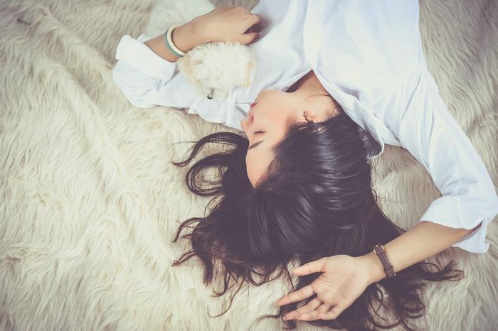 ちょっとしんどいけれど、まだ頑張れる。こんなことで弱音は吐けない。こんなふうに、頑張り屋さんほど疲れを甘く見てしまいがちです。気持ちを強く持って踏ん張ることもときには必要ですが、疲労は蓄積すると不眠や食欲不振、意欲の低下などを招きかねません。あなたの疲労度は今どのくらいでしょうか? 食事や睡眠がきちんととれているか、振り返ってみてくださいね。