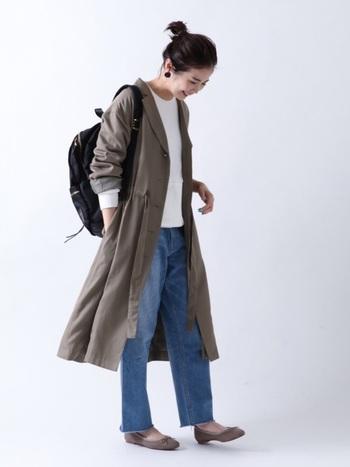 上質な合成皮革を組み合わせた、大人のためのバックパック。通勤用からマザーズリュックまで、幅広くいつものスタイルにフィットします。トレンチコートと合わせて、大人カジュアルスタイルの完成です。