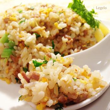 わさび菜は水分が出ないのでチャーハンにするのもおすすめ。レモンは爽やかな辛みのわさび菜を引き立ててくれます。