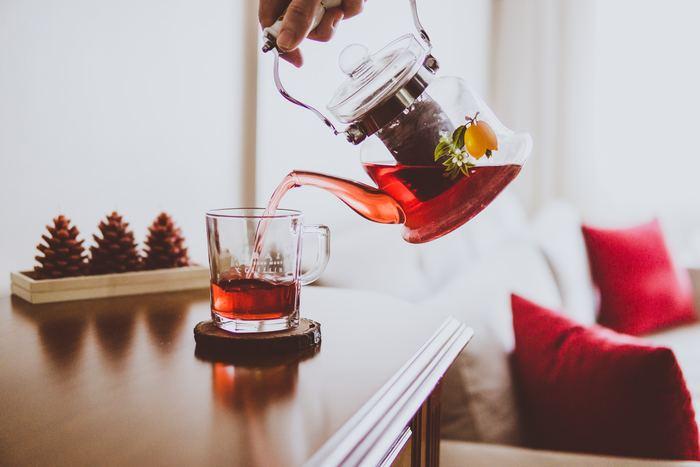 """寒さ深まる季節、のんびり過ごす時間のお供にいただきたい「紅茶」。コーヒーとはひと味ちがった豊かな香りと、一緒にいただくお菓子を引き立てる""""ほのかな渋味""""も特徴的。"""
