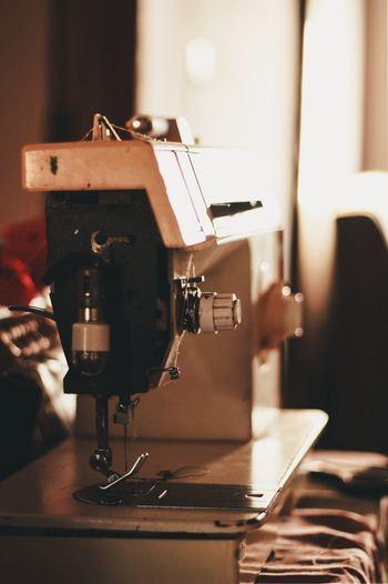 傷みの激しいものはリペアするだけでコストがかかってしまうので、できればコンディションのいいものを選ぶ方がいいです。お裁縫が得意な方なら、可愛いワンピースの生地を上手く裁断して全く違うアイテムにしてしまうのも素敵ですね。