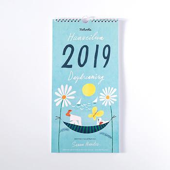 フィンランドで人気のケフボラ・デザインが作ったカレンダーは、北欧らしさに溢れたカレンダーです。表紙も可愛らしいので、手元に届いた日から飾りたい。