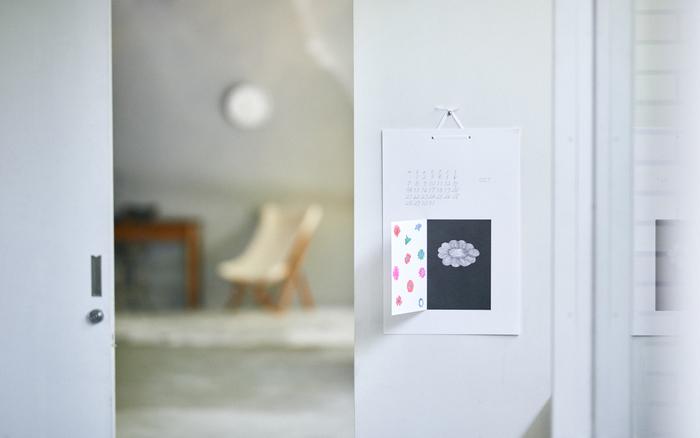 繊細なイラストと独特の色使いがアーティスティックです。扉を開くことで生まれる立体感も他にはない魅力で引き込まれますね。