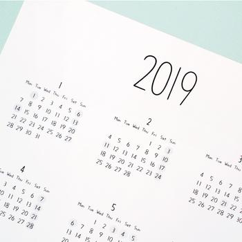 お部屋の印象を左右するカレンダー。来年のデザインはどうしよう?と考え始める時期ですね。シンプルもいいけれど、ちょっとデザインと主張があるカレンダーも素敵です。一年の気分を決めるカレンダー選びを始めましょう。