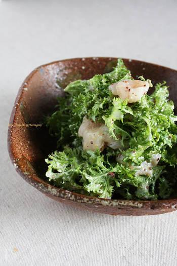ピリッとした辛さは、魚介類との相性抜群。わさび菜とプリップリのホタテに、ヨーグルトベースの自家製フレンチドレを絡めたおしゃれな一皿。おもてなしの席でも喜ばれそうです。