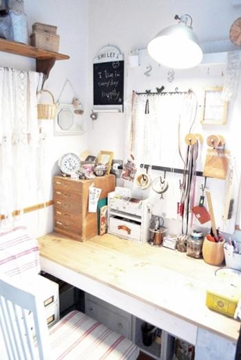 お部屋の一角をめいいっぱい好きなモノで埋め尽くして、その中で作業すると集中できて楽しいものです。