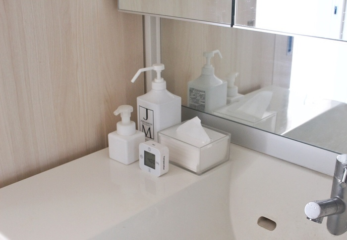 家族が頻繁に使う場所のひとつが洗面所。顔を洗う、歯磨きをするなど朝の身支度をする場所でもあるため、いつも清潔にしたいですね。