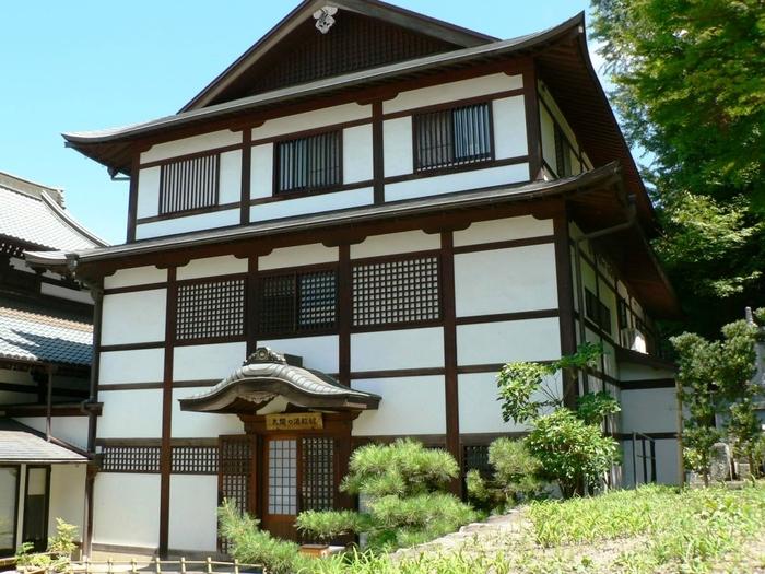 太閤秀吉が造らせた「湯山御殿」といわれる湯船の遺構や出土品を展示している資料館です。歴史上の人物も有馬温泉に入っていた…と思いを廻らせるのも楽しそう。