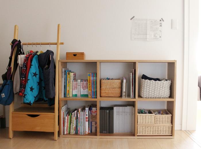 インテリアは、色や素材が合っているだけで統一感をもたらします。キッズ家具も、大人インテリアに色や素材を合わせて選んでみては。