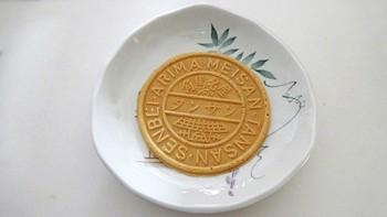「三津森本舗」の先々代が明治時代に炭酸泉を利用して作ったのが有馬名産「炭酸煎餅」の始まりといわれています。シンプルながらもクセになるお味で、お土産にもぴったり。