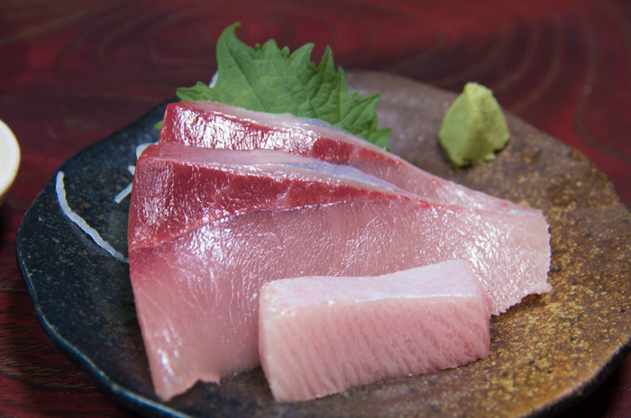 氷見漁港に水揚げされる本物の地魚だけを提供するばんや料理の店。ぶりは8㎏と10㎏では味が全く違うそうで、このお店では10㎏超えのぶりにこだわって提供しています。地元でもなかなか食べられない大物を堪能してみませんか?