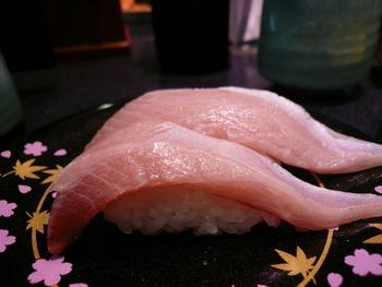 氷見前浜の獲れたて鮮魚のお寿司が食べられるお店。氷見ぶりをはじめ、リーズナブルに氷見ならではの旬の新鮮な魚介が握りなどで楽しめます。
