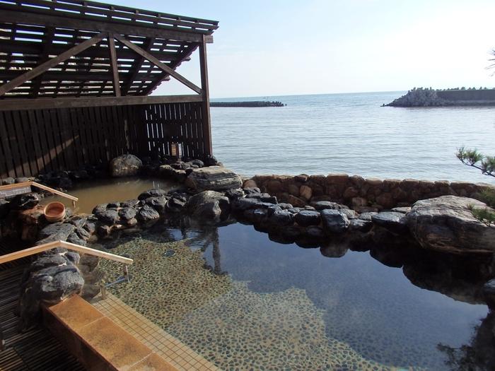 「洲本温泉 ホテルニューアワジ別亭 淡路夢泉景」の露天風呂はこの景色。癒されます。