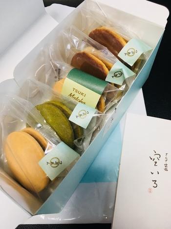 洋菓子と和菓子コラボが「つき」です。抹茶・プレーンそれぞれのクッキー生地に、つぶあんがサンドされています。