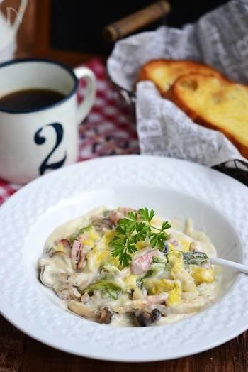クリームに白菜がとろとろと溶けた絶品レシピ。 ベーコンの旨みやきのこの食感が相まって、いくらでも食べれてしまう美味しさです。