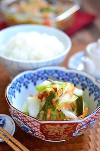 昆布だしのやさしい味わいが、箸休めにもちょうどいい即席浅漬け。 しゃきしゃきとした野菜の食感も楽しめます。