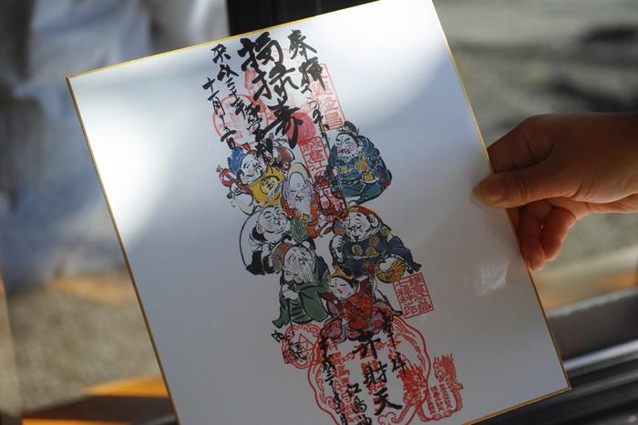 江島神社の上に「御霊神社 福禄寿」の御朱印がプラスされました。こうして参拝しながら歴史を辿り色紙がうまっていく楽しさも味わえる。七福神巡りの醍醐味ですね。