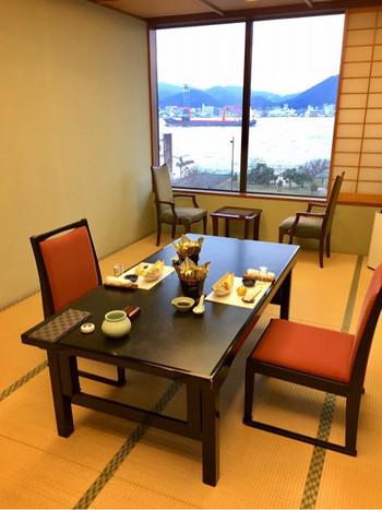 旅館も兼ねているため、お部屋で食事をすることもできるようです。歴史を感じながら、おいしいふぐを堪能しましょう。
