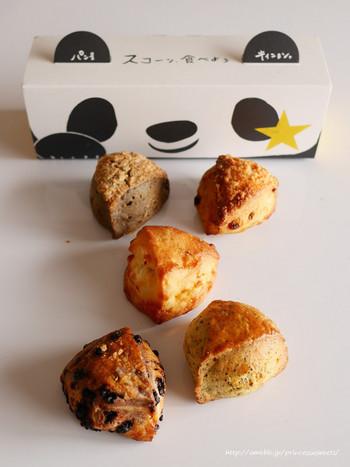 国分寺の人気パン屋さん「ラ・ブランジュリ・キィニョン」がエキュート上野にも出店しています。手土産に人気なのが、生クリーム仕立てでとてもしっとりとりとした「スコーン」です。かぼちゃやチョコ、紅茶などいろいろな種類をパンダデザインのボックスに詰めてもらえます。