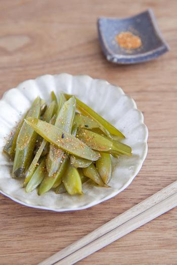 生わかめの茎も歯ごたえがあってとっても美味しいんです。ごま油の香りと甘辛い味付けはお酒のおつまみにもよく合います。