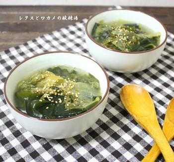 冷蔵庫に残ったレタスを消費したい時にもおすすめのレシピです。酸っぱ辛さが食欲をアップさせてくれます。